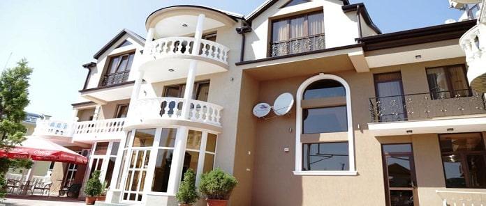 U Zapolarya Hotel Review